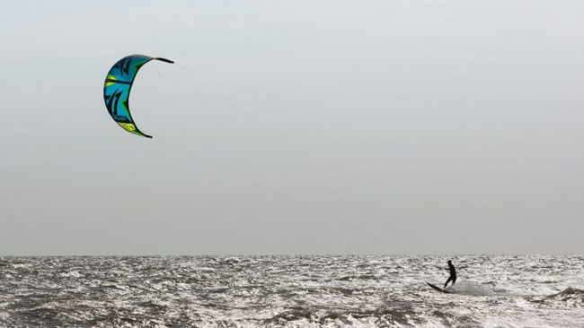 kite-surfer article large